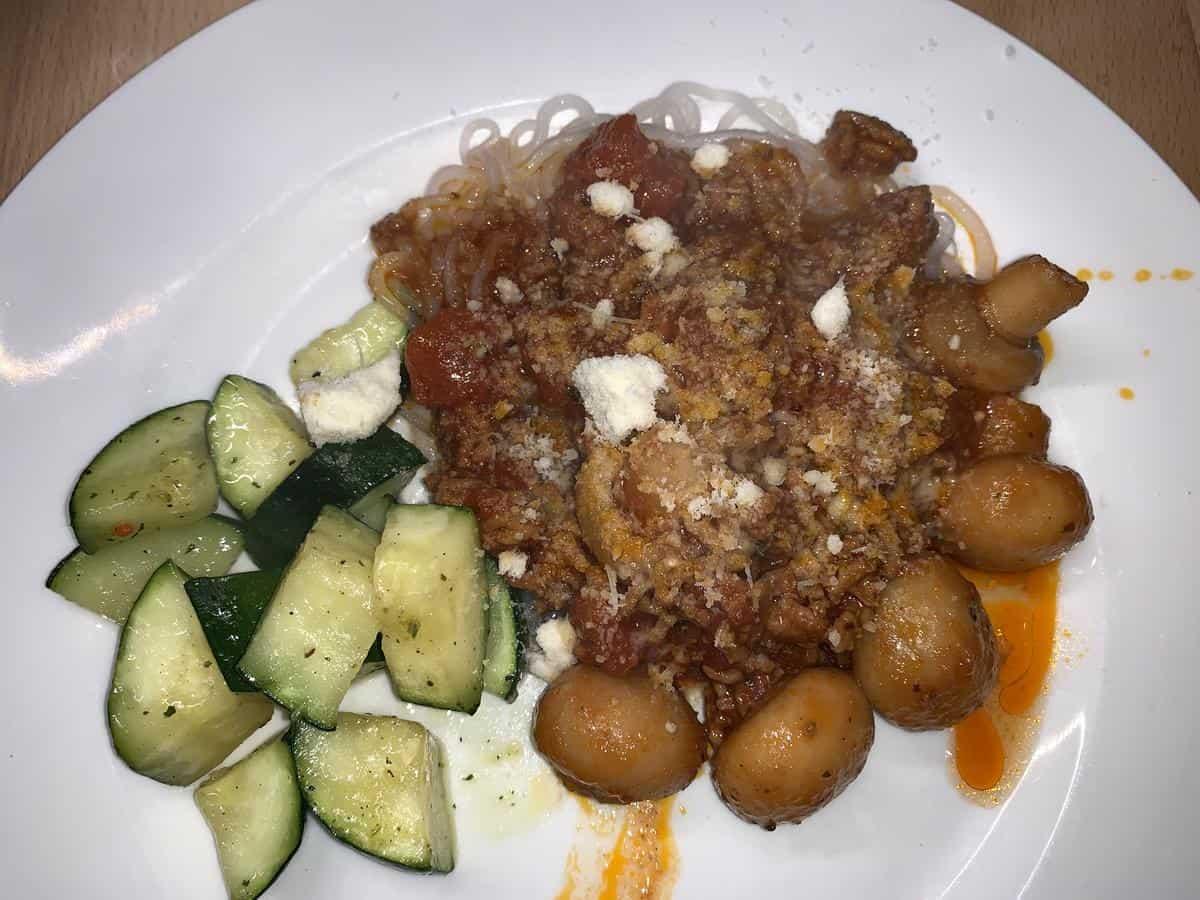 Bolognese mit Konjaknudeln und Zucchini