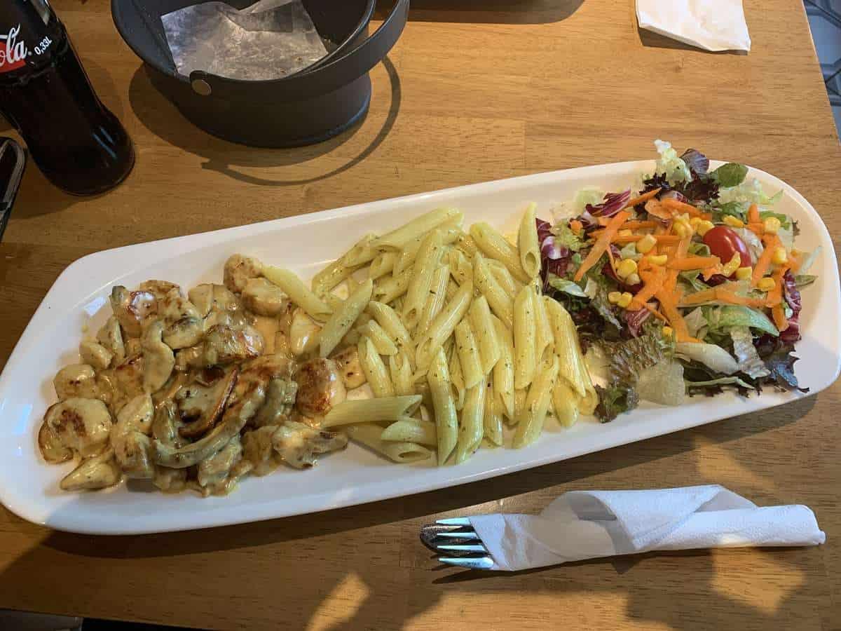 Curry Funghi Chicken - Henpoint Stuttgart Feuerbach